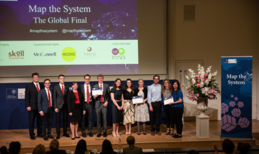 Team Lakeridge, Team Daughters and team Chilenas en STEM holding Map the System 2018 runners up award
